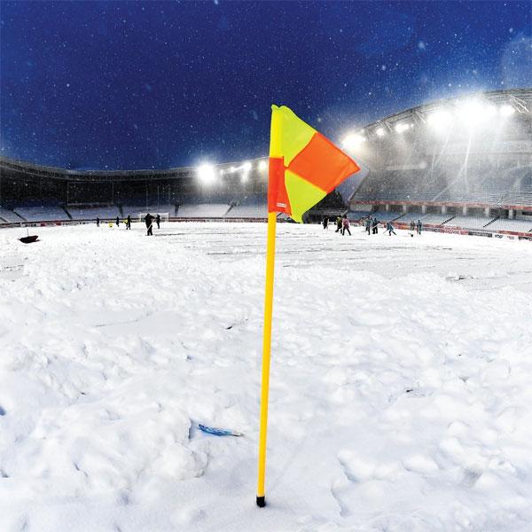 Tuyết rơi từ sớm, sân Thường Châu ngập tuyết dày đặc - 8