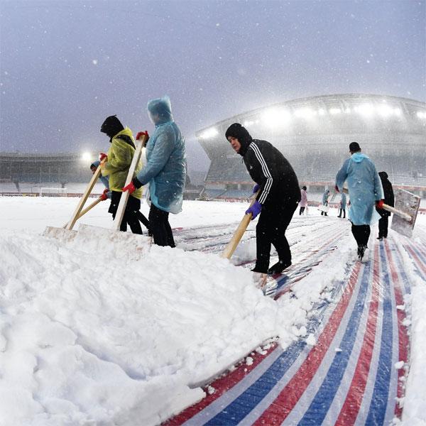 Tuyết rơi từ sớm, sân Thường Châu ngập tuyết dày đặc - 10