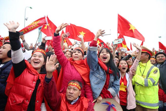 Các cầu thủ U23 Việt Nam có buổi giao lưu với CĐV trong buổi tối cùng ngày.