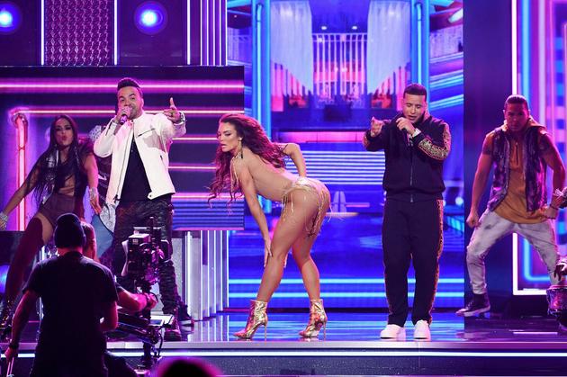 Hoa hậu Hoàn vũ Zuleyka Rivera nhảy phụ họa bài Despacito.