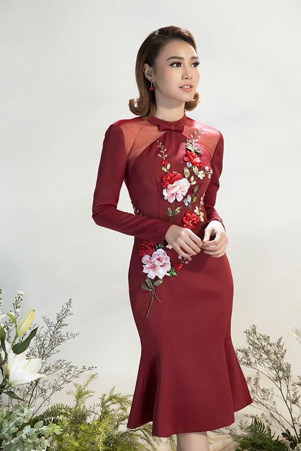 Kỹ thuật đính kết thủ công, thêu ruy băng được áp dụng để mang đến nhiều kiểu trang phục tôn nét điệu đà cho phái đẹp.