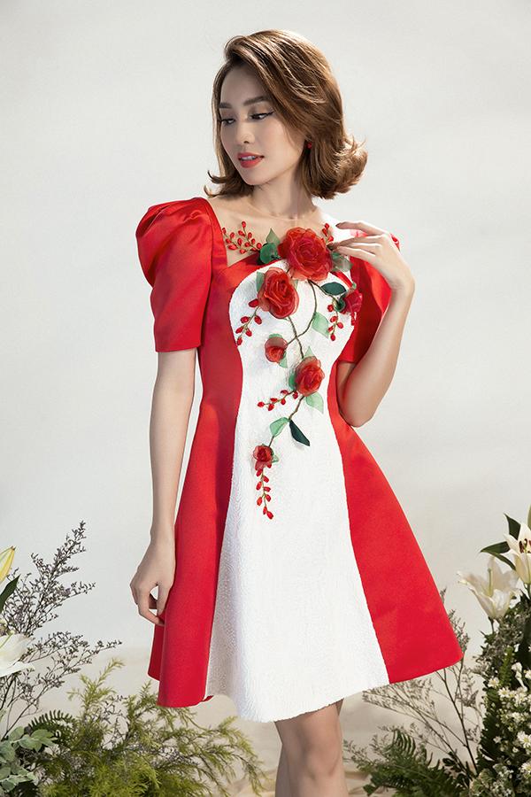 Bên cạnh hoạ tiết nổi bật các mẫu váy cũng được chăm chút về phom dáng và tạo kiểu để khiến người mặc trẻ trung, xinh xắn hơn.
