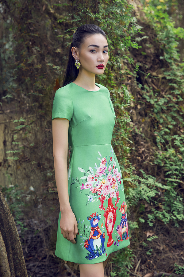 Sắc màu tươi sáng đi kèm những đường cắt cúp hiện đại đã mang tới nhiều kiểu váy hợp mốt giúp phái đẹp trở nên trẻ trung và sành điệu hơn.