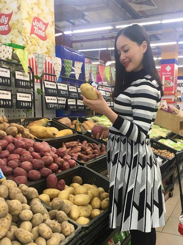 Lan Phương hiện đã có bầu hơn 5 tháng. Cô và chồng chưa cưới thường xuyên đi lại giữa Hà Nội và TP HCM để được gần nhau khi có thời gian rảnh.
