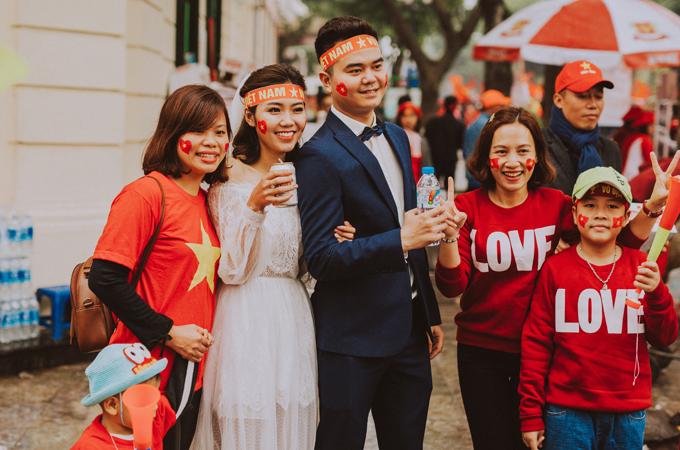 Bộ ảnh cưới độc đáo chụp đúng trận chung kết của U23 Việt Nam - 14