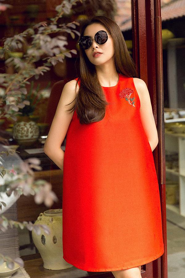 Trong bộ ảnh vừa thực hiện, Tăng Thanh Hà khoe vóc dáng mảnh mai với các mẫu váy thuộc thương hiệu thời trang do chính cô sáng lập.