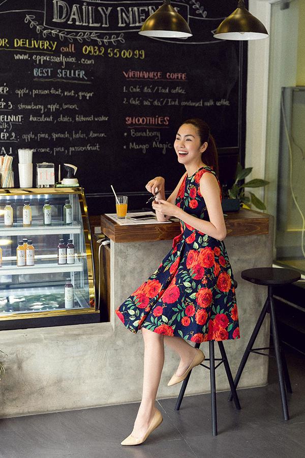 Bộ  tập tổng hợp nhiều kiểu dáng váy hiện đại phù hợp với nàng công sở khi đến văn phòng hay hẹn hò cà phê cùng bạn bè.