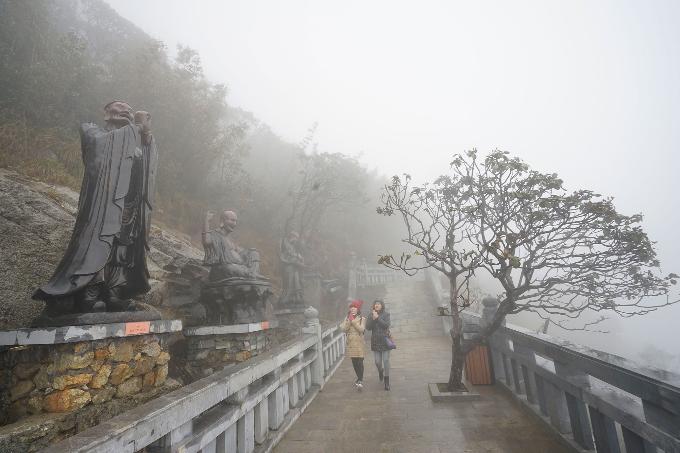 Công trình văn hóa tâm linh Kim Sơn Bảo Thắng Tự và đại tượng Phật A Di Đà tọa lạc tại khu vực đỉnh Fansipan, Sapa.