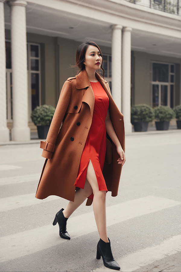Một trong những mẫu áo ấm thường được yêu thích trong ngày đại hàn là các kiểu trend coat, áo măng tô trên chất liệu vải dạ.