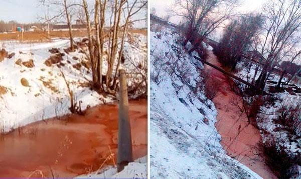 Nước sông Molchanka đỏ như màu máu. Ảnh: Siberia Times