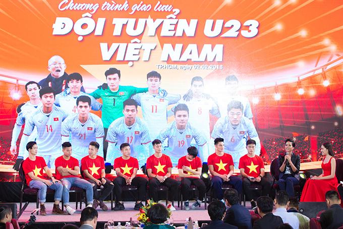 HHen Niê, Mr. Đàm hào hứng gặp tuyển U23 Việt Nam ở Sài Gòn - 2