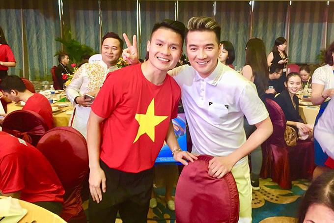 HHen Niê, Mr. Đàm hào hứng gặp tuyển U23 Việt Nam ở Sài Gòn - 7
