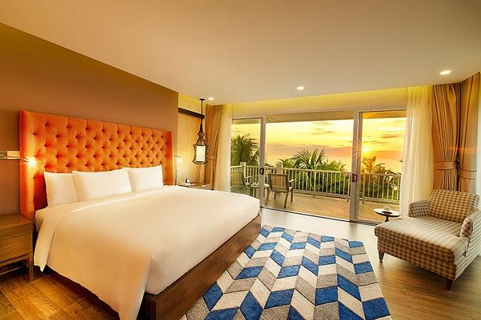 Được thiết kế theo phong cách hiện đại, tinh tế cùng không gian mở hướng ra bãi biển Non Nước, Premier Village Danang Resort được ví như một tuyệt tác bên bờ biển Đông, nơi giao hoà của thiên nhiên thuần khiết, khoáng đạt và sự sang trọng, đẳng cấp của chất lượng tiêu chuẩn quốc tế.