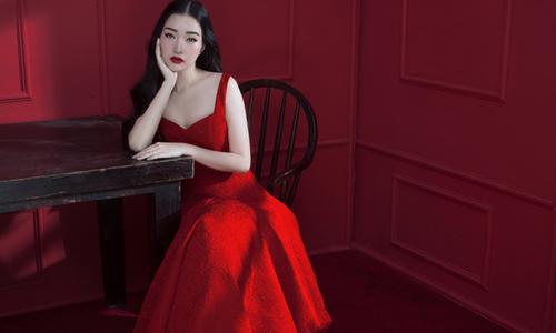 'Nàng thơ xứ Huế' Ngọc Trân nồng nàn sắc đỏ với váy Đỗ Mạnh Cường