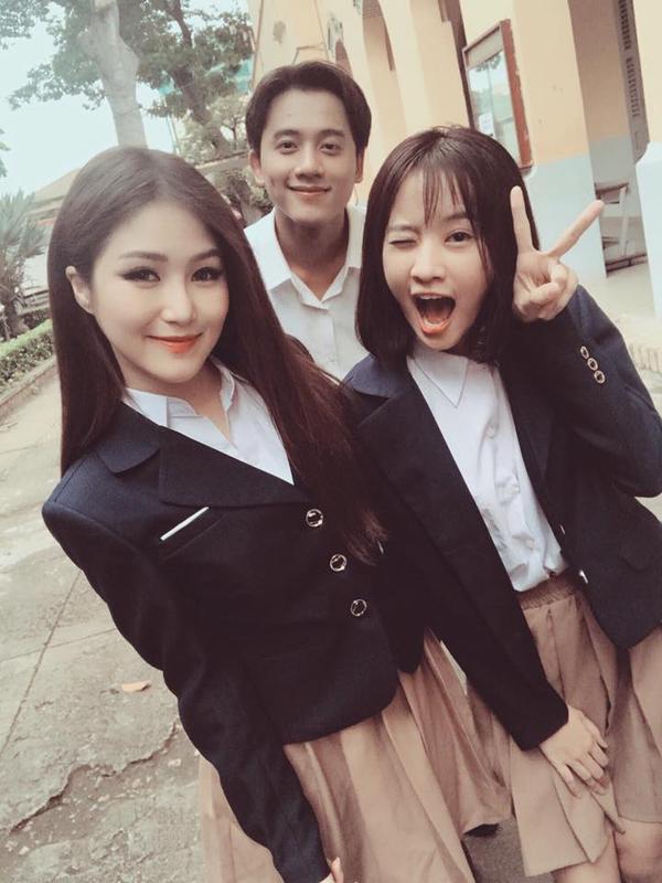 Mai Tài Phến tại hậu trường MV Em gái mưa.