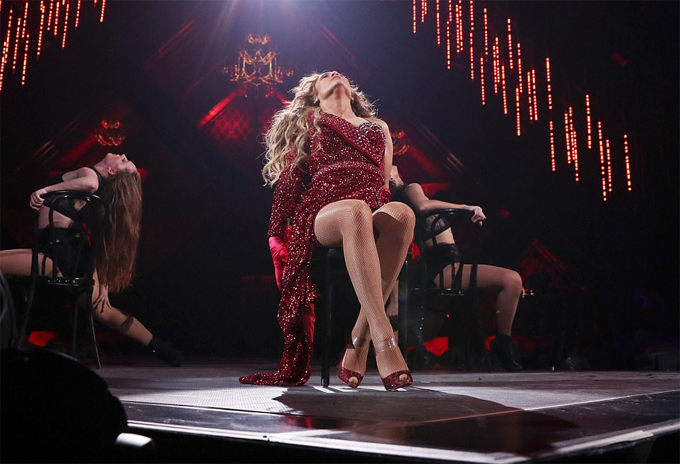 Jennifer Lopez mặc bodysuit trình diễn cuồng nhiệt - 4