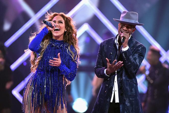 Xen lẫn các ca khúc, Jennifer phát biểu tưởng nhớ danh ca Prince và chia sẻ về dự án từ thiện với các nạn nhân bị bão lũ ở Peurto Rico, về chiến dịch chống xâm hại tình dục mang tên Times Up.
