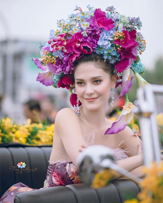 Hoa hậu Hoàn vũMaria Poonlertlarp tranh thủ làm điệu...
