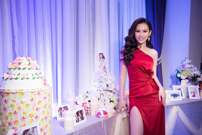 Lại Thanh Hương mặc hở đi tiệc sau ồn ào diễn bikini đón tuyển U23 - ảnh 1