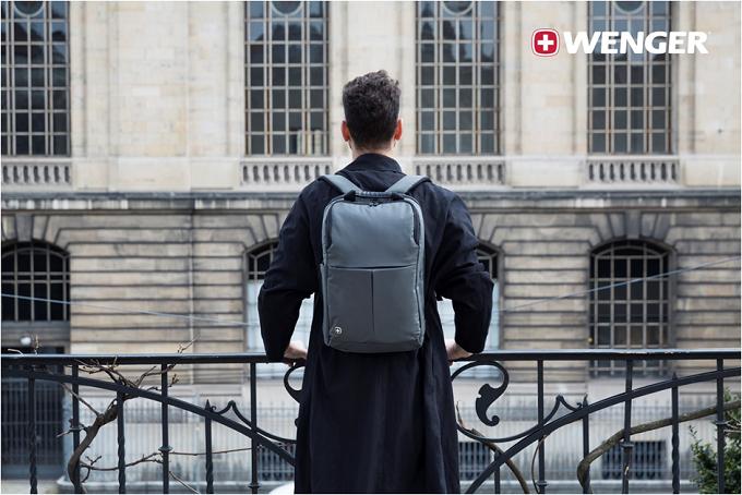 Dòng balo Reload với thiết kế chắc chắn, lớp vải chống trầy xướt, có ngăn đựng laptop 14 inch và ngăn máy tính bảng. Sản phẩm được tích hợp phần đai vòng qua cần đẩy vali để di chuyển cùng vali. Dòng balo này được nhiều người yêu thích nhất bởi sự gọn nhẹ.