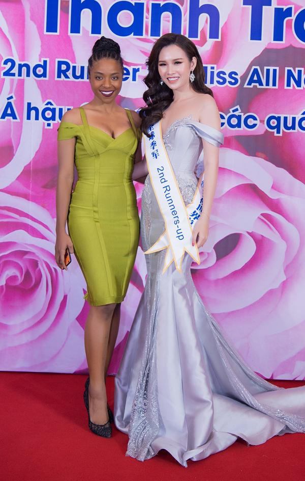 Lại Thanh Hương mặc hở đi tiệc sau ồn ào diễn bikini đón tuyển U23 - ảnh 4