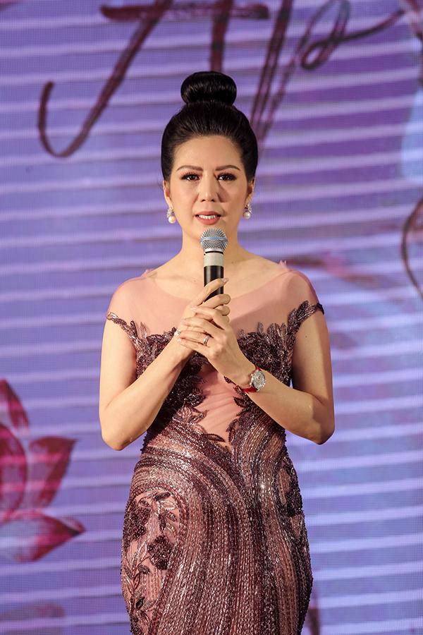 Hồ Ngọc Hà mặc áo xuyên thấu đến mừng bạn thân tái xuất ca hát sau 10 năm - 4