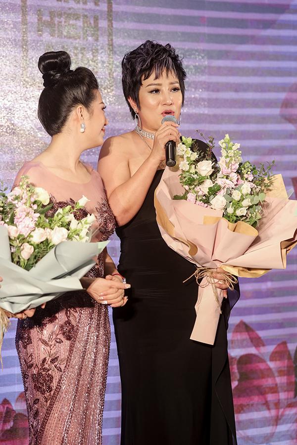 Hồ Ngọc Hà mặc áo xuyên thấu đến mừng bạn thân tái xuất ca hát sau 10 năm - 9