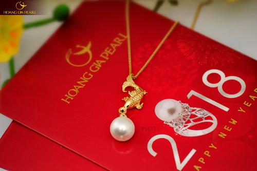 Cá vàng tài lộc, may mắn là một trong những kiểu trang sức ngọc trai được yêu thích của Hoàng Gia Pearl.