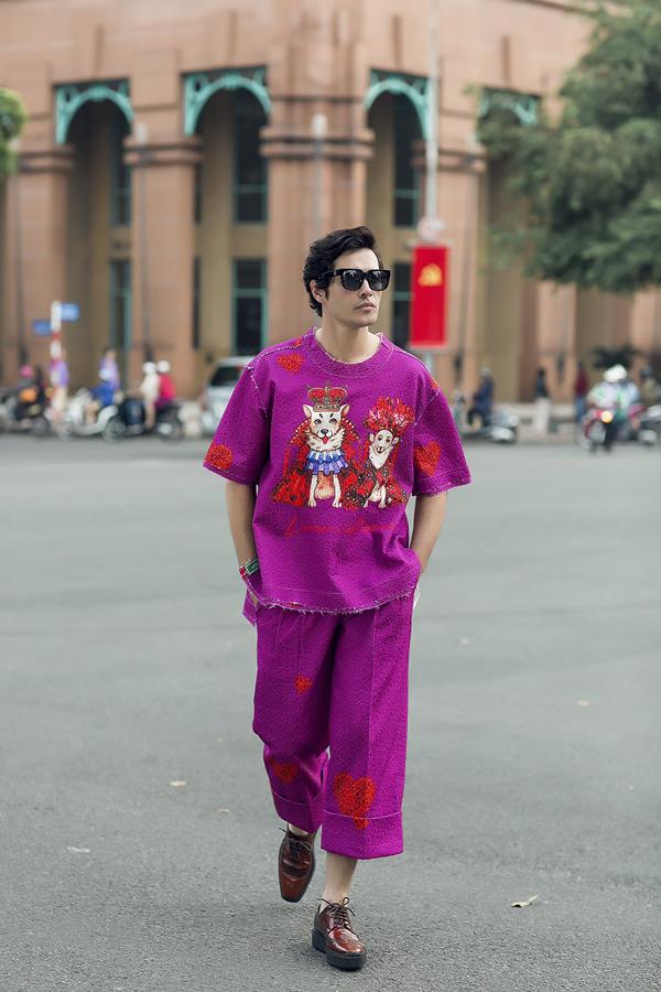 Các kiểu quần lửng, áo cổ trụ phom dáng rộng phù hợp với tiết trời rực nắng của mùa xuân phương Nam cũng được giới thiệu trong bộ sưu tập.
