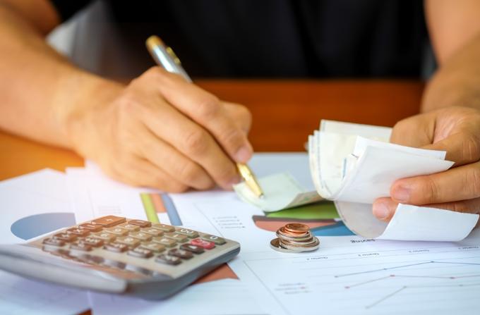 Tính toán chi phí cần dùng để chăm sóc sức khỏe cho từng thành viên.
