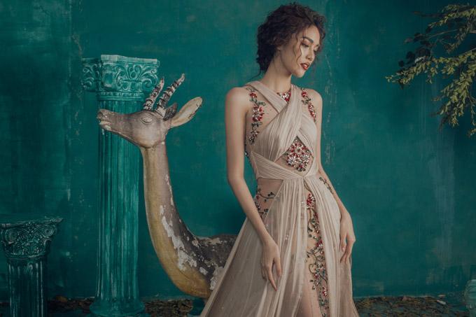 Lan Khuê khoe vóc dáng chuẩn với váy dạ hội mỏng tang - 4