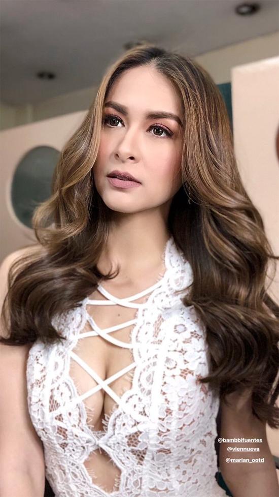 Nữ diễn viên nổi tiếng Philippines khoe ba vòng gợi cảm khi dự sự kiện.