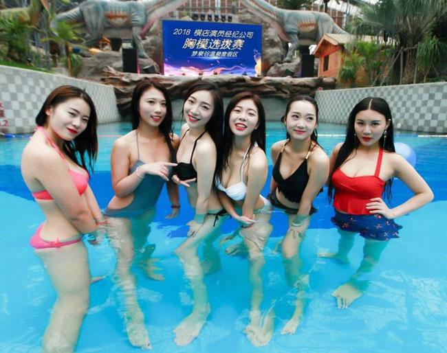 Các cô gái Trung Quốc đọ ngực để tranh nhau làm diễn viên khỏa thân