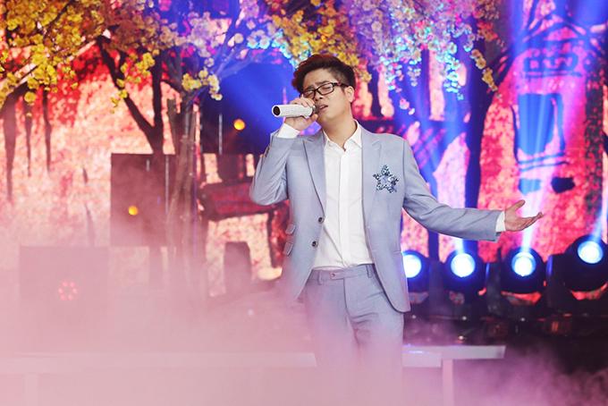 Tham gia chương trình còn có nhiều ca sĩ khác như Bùi Anh Tuấn...