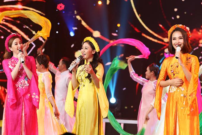 Lần đầu kết hợp cùng nhau, 3 nữ ca sĩ Bảo Thy, Văn Mai Hương, Ái Phương trình diễn ca khúc Như hoa mùa xuân. Đây là một trong những bài hát được yêu thích và có lượt nghe nhiều trong những ngày Tết.