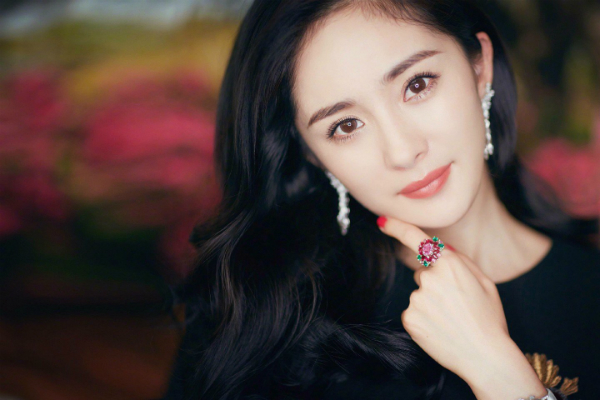 Vẻ đẹp ngọt ngào của bà xa Lưu Khải Uy.
