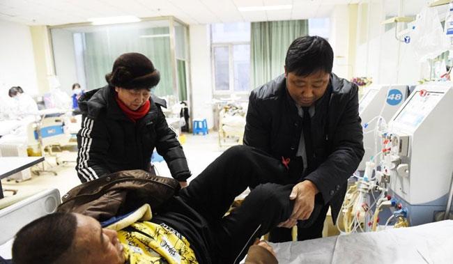 Tài xế taxi 2 năm chở cặp vợ chồng già ốm đau đến bệnh viện miễn phí - ảnh 2