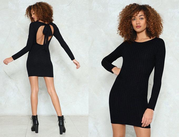 <p> Mix đầm ôm sát hoặc dáng váy suông oversized với ankle boots cá tính sẽ là công thức thích hợp dành cho các cô nàng ưa sự năng động, phóng khoáng.</p>