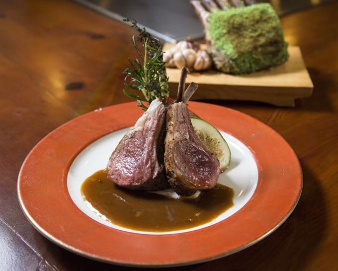 Sườn cừu nướng: Đây cũng là một trong những món ăn trong thực đơn Teppanyaki để lại nhiều ấn tượng cho thực khách.