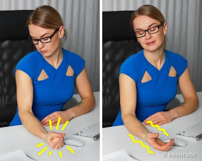 3. Kéo căng các cơ.Bác sĩ tâm lý trị liệungười Mỹ,Kevin Chapman, dùng phương pháp thư giãn động, căng, chùng cơ (progressive muscle relaxation)được phát triển năm 1920. Phương pháp này có nguyên tắc đơn giản: cănghết sức và thả lỏng hoàn toàn, nghĩa là bạn phải căng cơ 10 giây, sau đó tập trung vào cảm xúc thư giãn trong 20 giây.Có tổng cộng 200 bài tập cho tất cả nhóm cơ và đừng quên chú ý tới từng nhóm.