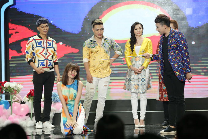 Nữ ca sĩ còn có những khoảnh khắc nhảy nhót khó đỡ khiến team của Trấn Thành bj lép vế trước các nghệ sĩ khác.