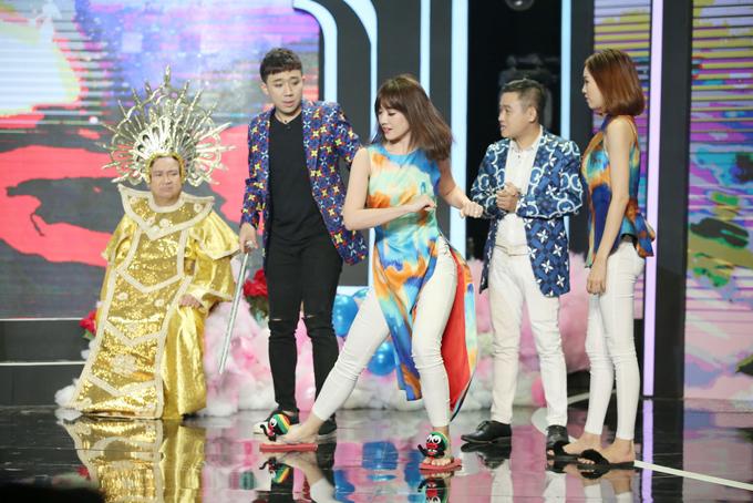Vợ chồng Hari Won, Trấn Thành quấn quýt khi cùng quay show Tết - 4
