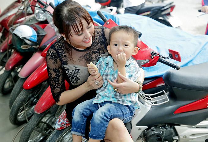 Con trai hiện sống với Phi Thanh Vân và thỉnh thoảng được bố Bảo Duy đến thăm hỏi, đưa đi chơi.