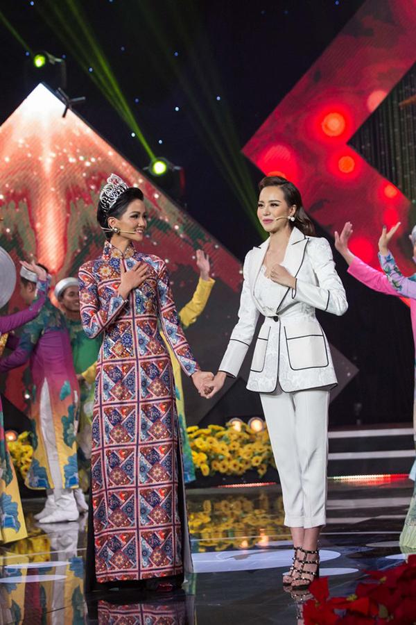 Hoa hậu Kiều Ngân đăng quang Én Vàng 2017 với số điểm tuyệt đối - 3