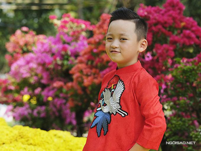 Mẫu nhí diện áo dài rạng rỡ trong vườn hoa xuân - ảnh 5
