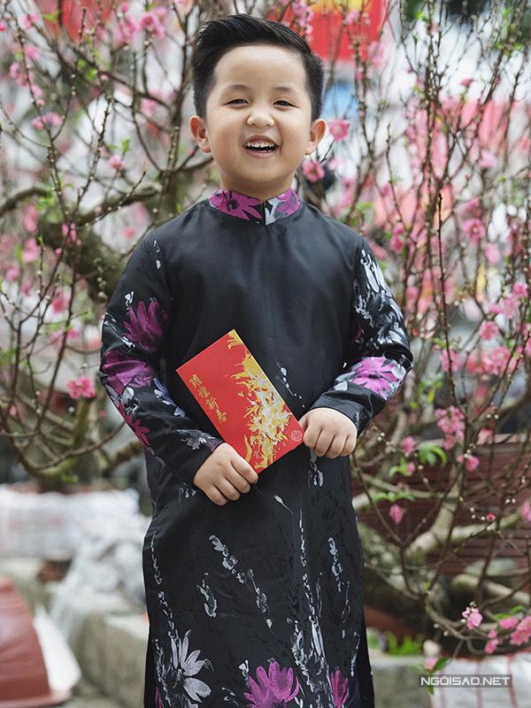 Mẫu nhí diện áo dài rạng rỡ trong vườn hoa xuân - ảnh 8