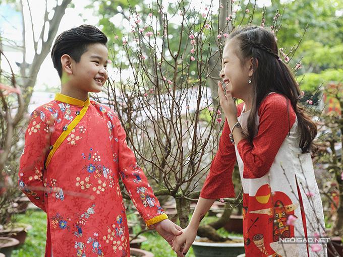 Mẫu nhí diện áo dài rạng rỡ trong vườn hoa xuân - ảnh 12