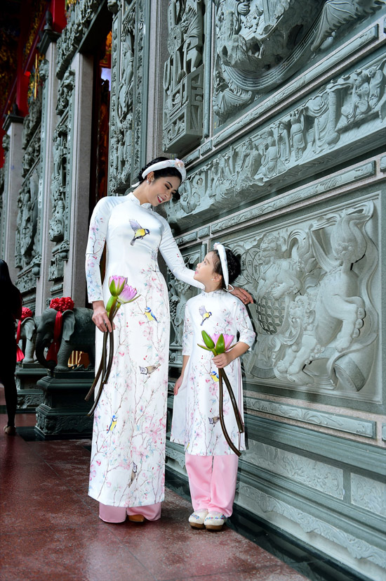 Ngọc Hân chịu mưa lạnh 10 độ C khi chụp ảnh áo dài tại Đài Loan - 1