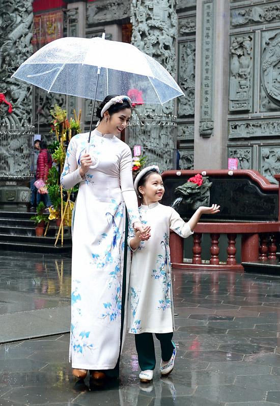 Ngọc Hân chịu mưa lạnh 10 độ C khi chụp ảnh áo dài tại Đài Loan - 8