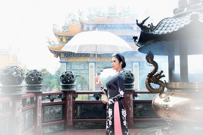 Ngọc Hân chịu mưa lạnh 10 độ C khi chụp ảnh áo dài tại Đài Loan - 9